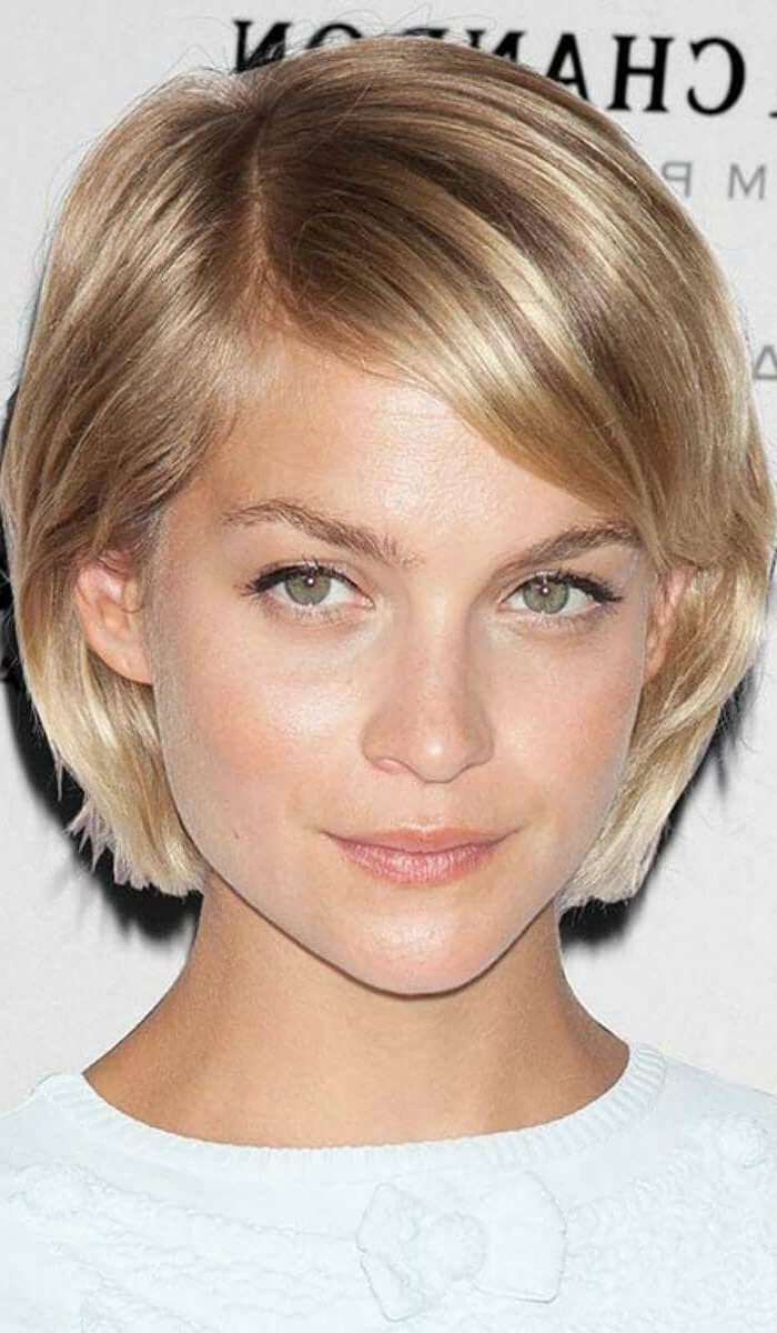 50 Ways To Wear Short Hair With Bangs For A Fresh New Look Regarding Preferred Chin Length Bob Hairstyles With Middle Part (View 14 of 20)