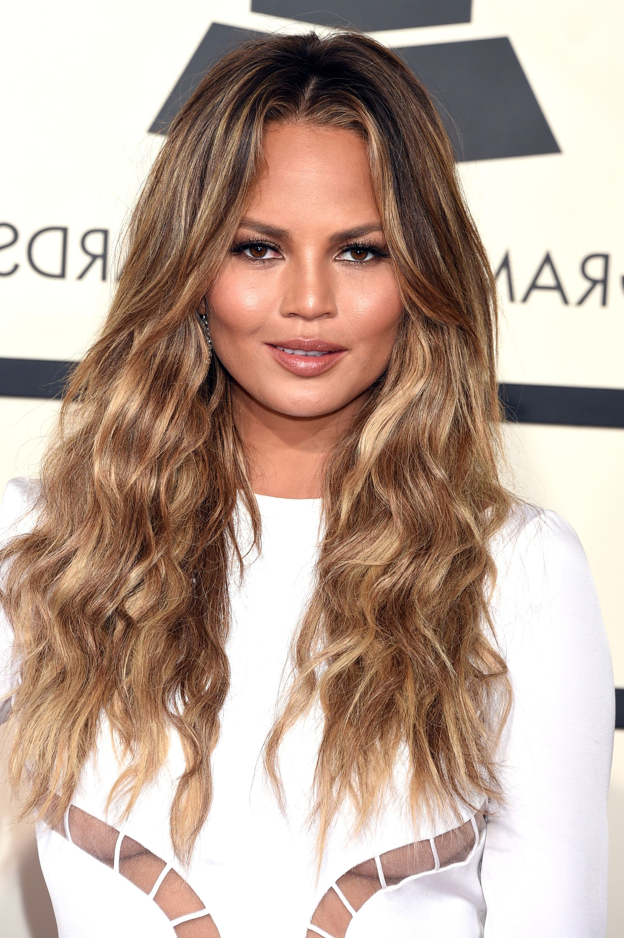 53 Best Layered Haircuts, Hairstyles & Trends For 2019 Intended For Most Recently Released Wavy Lob Hairstyles With Face Framing Highlights (View 5 of 20)