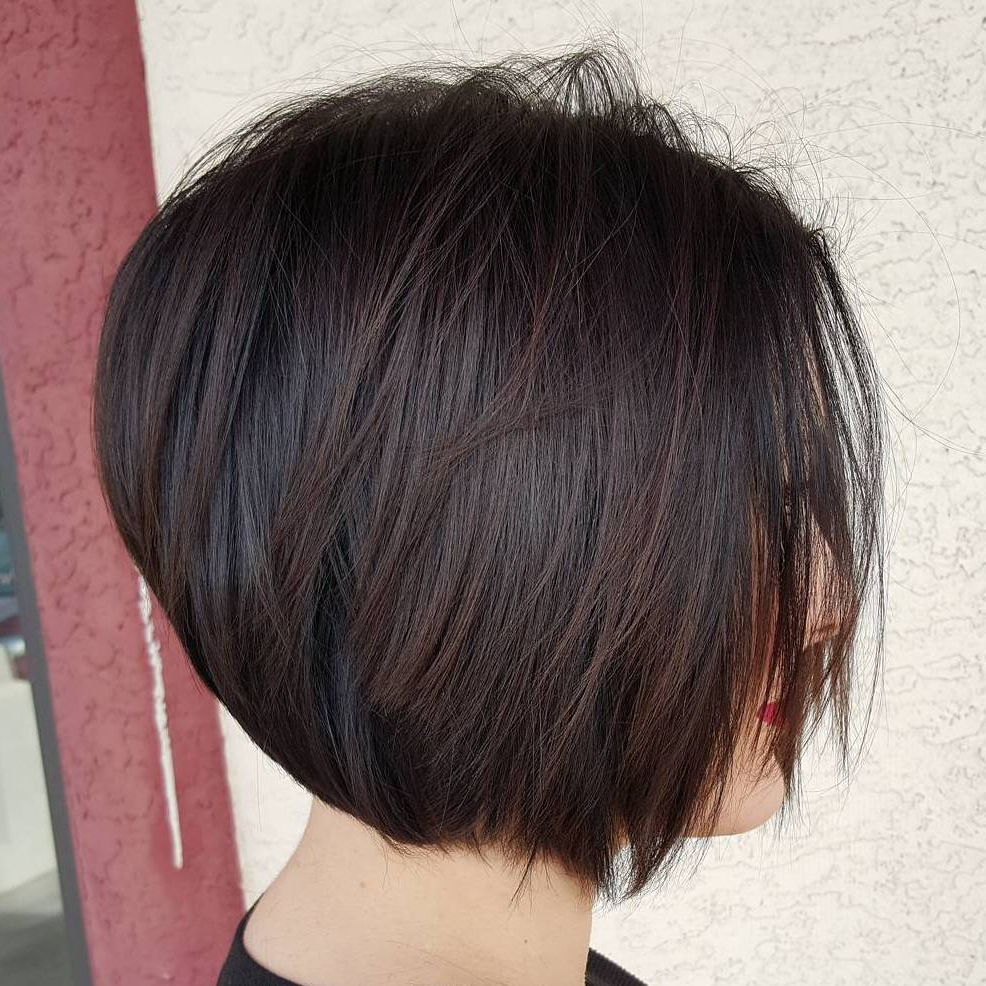 60 Layered Bob Styles: Modern Haircuts With Layers For Any Pertaining To Well Known Layered And Outward Feathered Bob Hairstyles With Bangs (View 4 of 20)