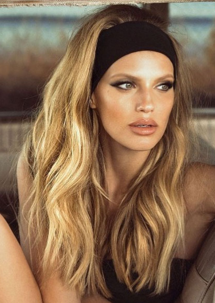 Blonde Voluminous Hair With Waves And Black Headband Throughout Popular Hairstyles With Fringes, End Curls And Headband (View 5 of 20)