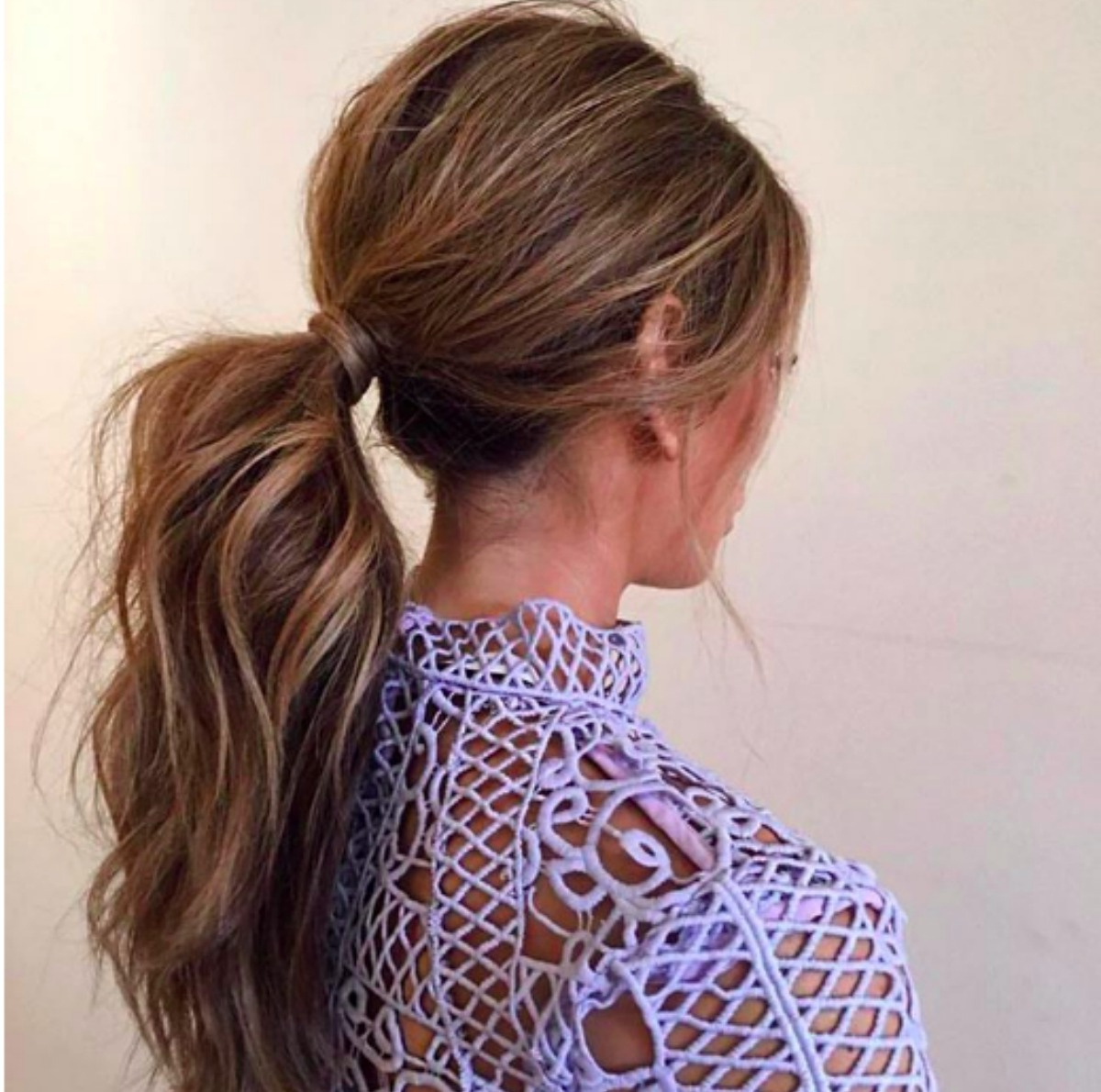 Celebrity Hairstylist Demonstrates Easy Voluminous Ponytail Regarding Newest Messy Voluminous Ponytail Hairstyles With Textured Bangs (View 1 of 20)