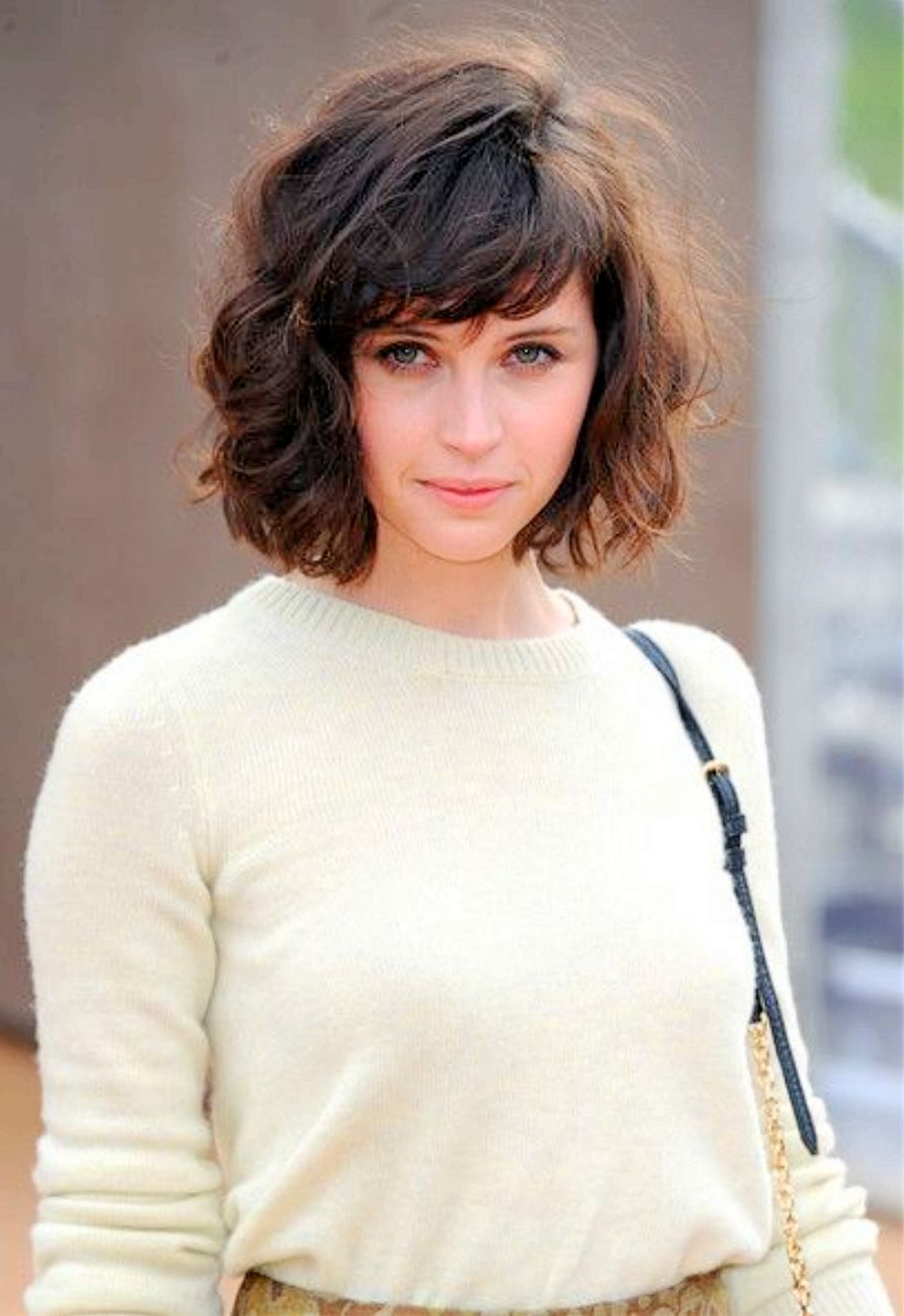 Current Volumized Curly Bob Hairstyles With Side Swept Bangs Pertaining To Pinjennifer Archie On My Style (View 8 of 20)