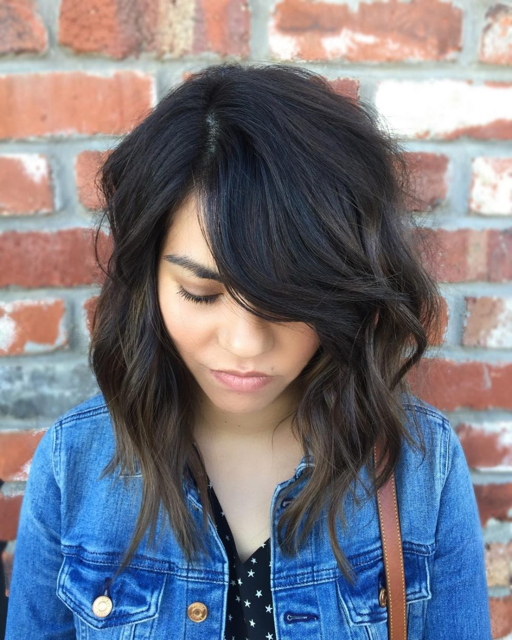Well Liked Black And Denim Blue Waves Hairstyles Intended For 40 Gorgeous And Easy Medium To Shoulder Length Bob Haircuts (View 19 of 20)