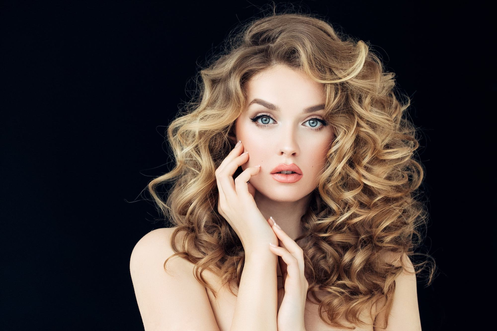 19 Best Curly Hairstyles For Long Hair In 2019   All Things For Curls And Blonde Highlights Hairstyles (View 2 of 20)