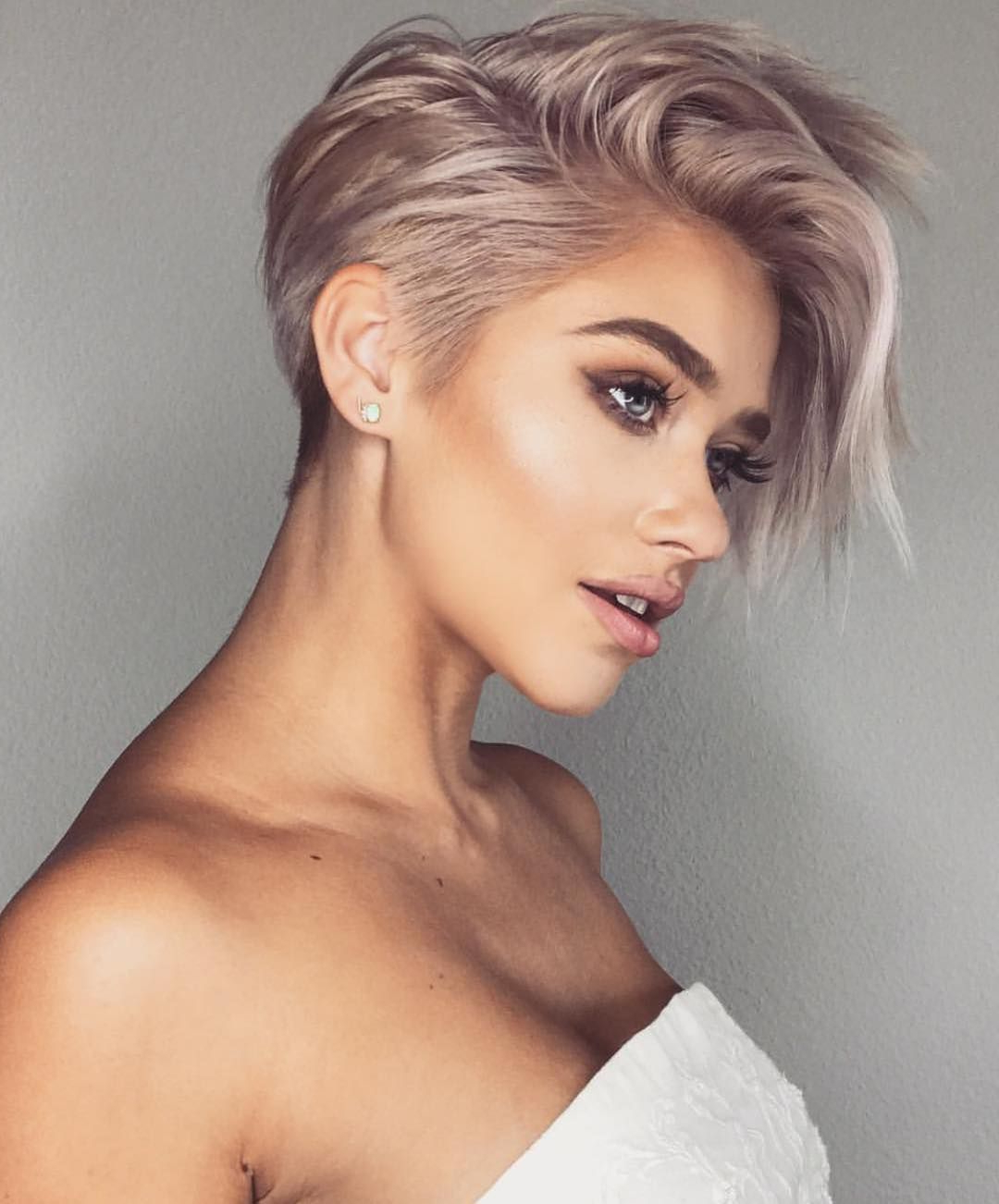 43 Best Short Haircuts For Women – Eazy Glam For Glamorous Pixie Hairstyles (View 9 of 20)