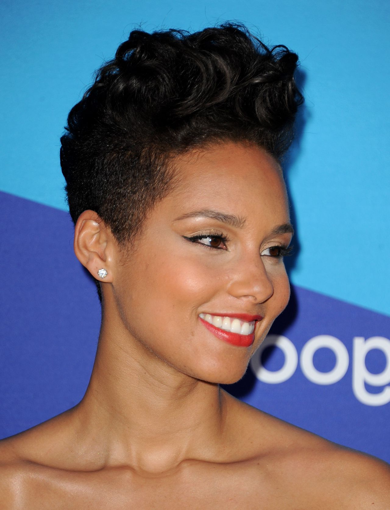 Fashionable Alicia Keys Glamorous Mohawk Hairstyles For Pin On Hair Styles (View 13 of 20)