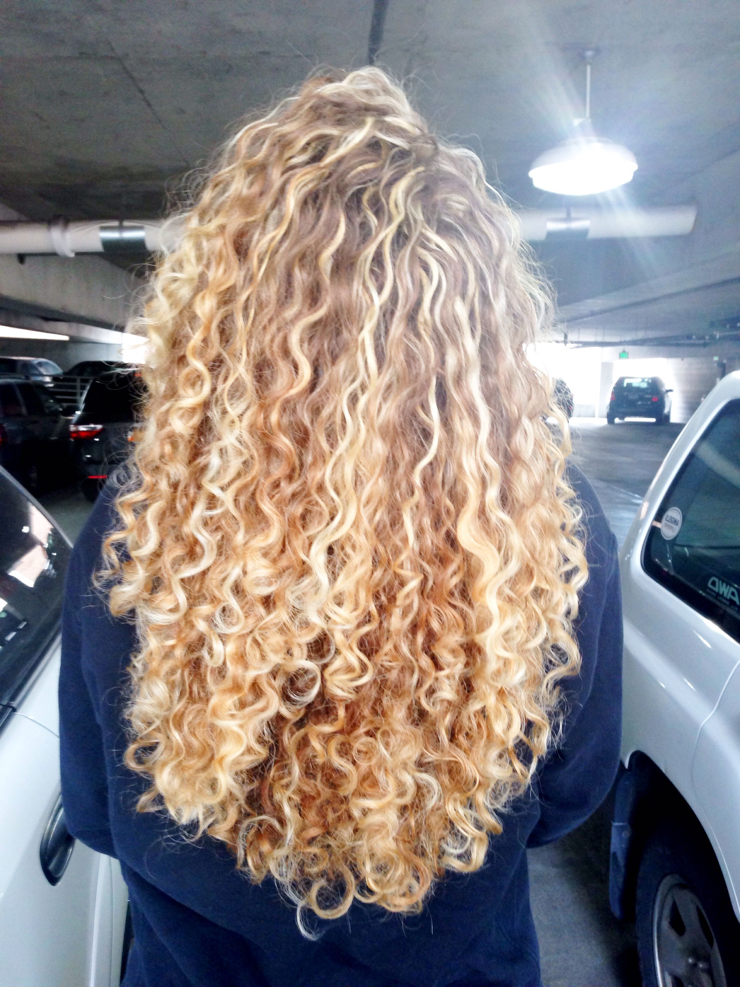 Hair #curly #blonde | Beauty | Curly Hair Styles, Curly Intended For Curls And Blonde Highlights Hairstyles (View 2 of 20)