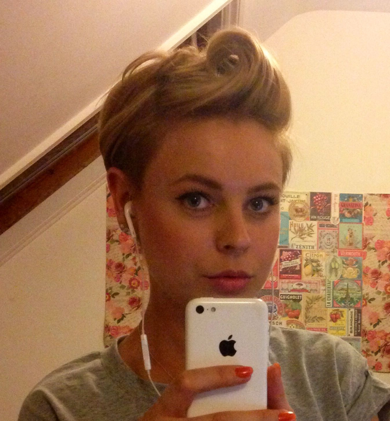 Messy Punky Victory Roll For Short Hair (View 12 of 20)
