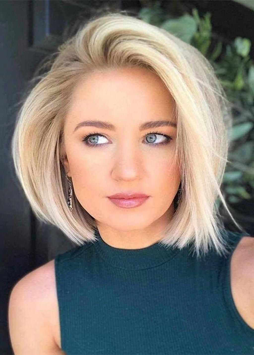 Featured Photo of Glam Blonde Bob Haircuts