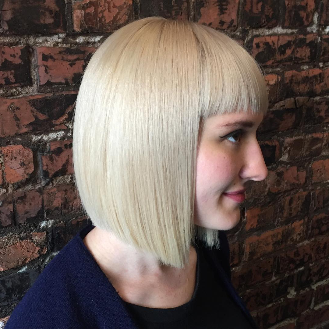 22 Stick Straight Bob Haircuts Brimming With Style – Reviewtiful For Short Sliced Metallic Blonde Bob Hairstyles (View 6 of 20)