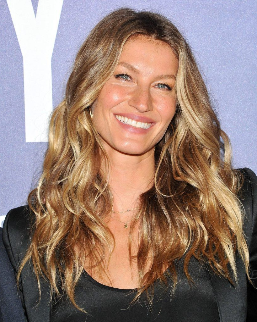 25 Irresistible Bronde Hair Ideas Perfect For Any Occasion Regarding Most Popular Curly Bronde Haircuts With Choppy Ends (View 2 of 20)