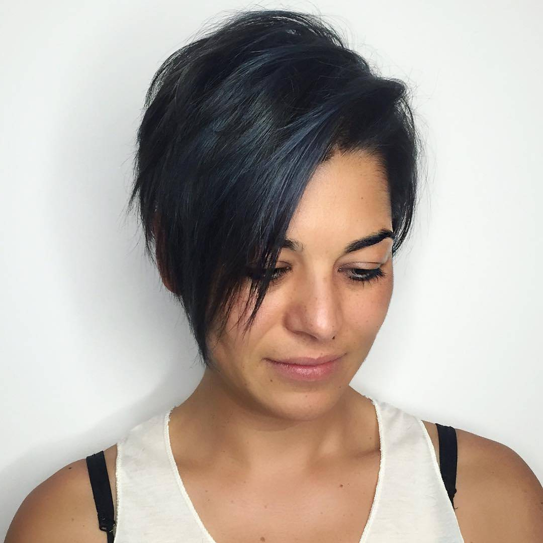 27 Hot Pixie Cuts To Copy In 2020 – Reviewtiful With Regard To Dark Pixie Hairstyles With Cinnamon Streaks (View 16 of 20)
