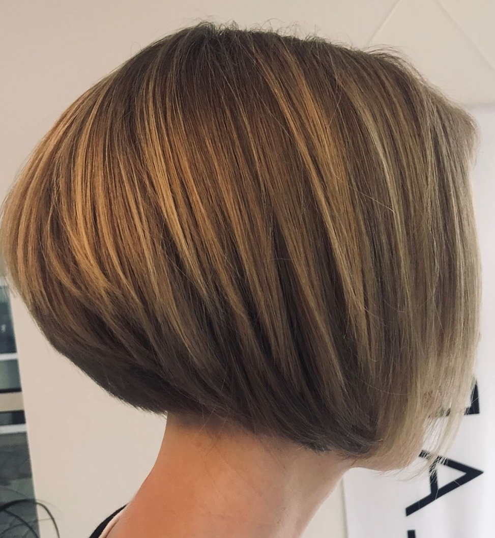 35 Cute Short Bob Haircuts Everyone Will Be Obsessed With In Inside Simple Side Parted Jaw Length Bob Hairstyles (Gallery 8 of 20)