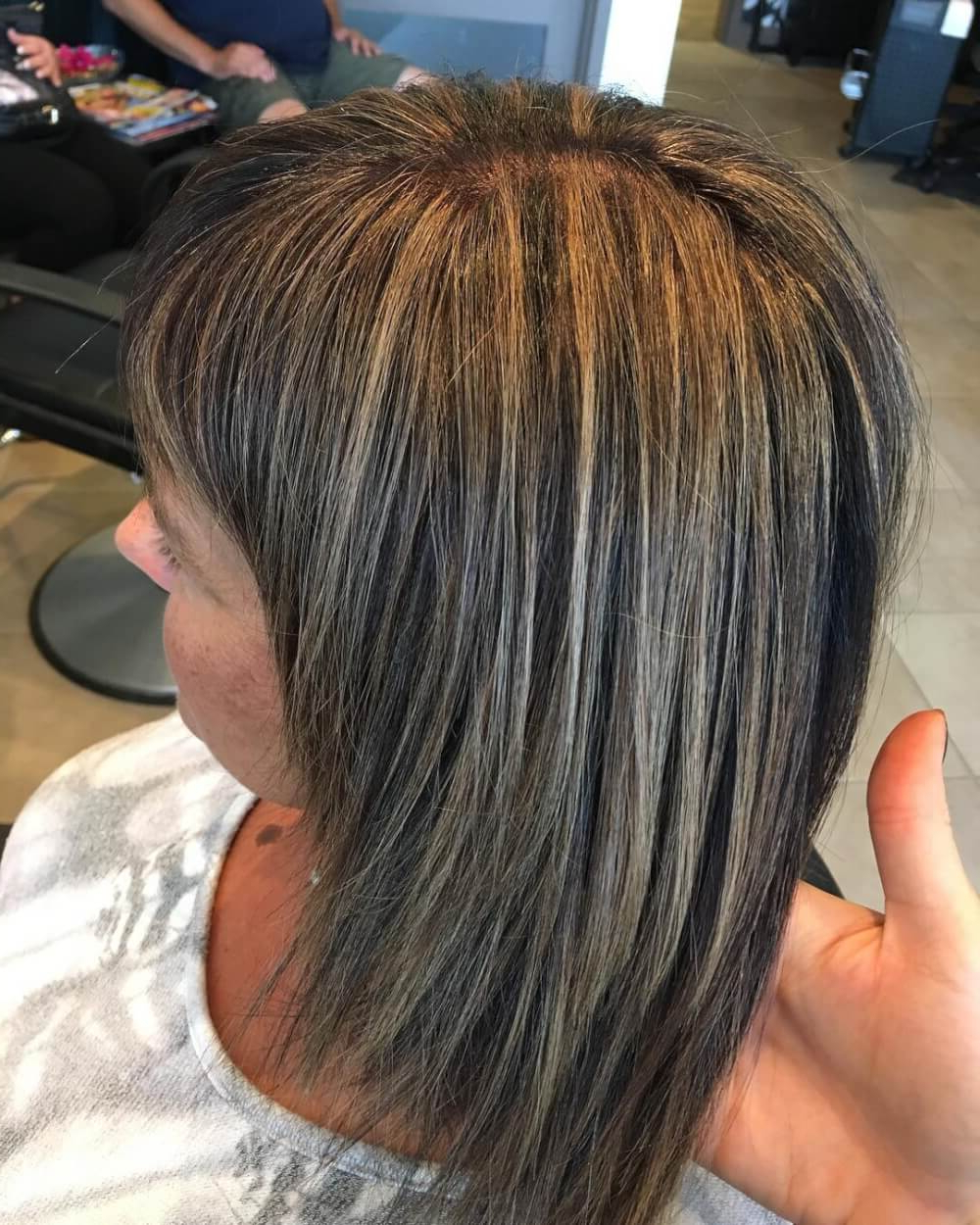 38 Top Blonde Highlights Of 2019 – Platinum, Ash, Dirty Inside Piece Y Golden Bob Hairstyles With Silver Highlights (Gallery 19 of 20)