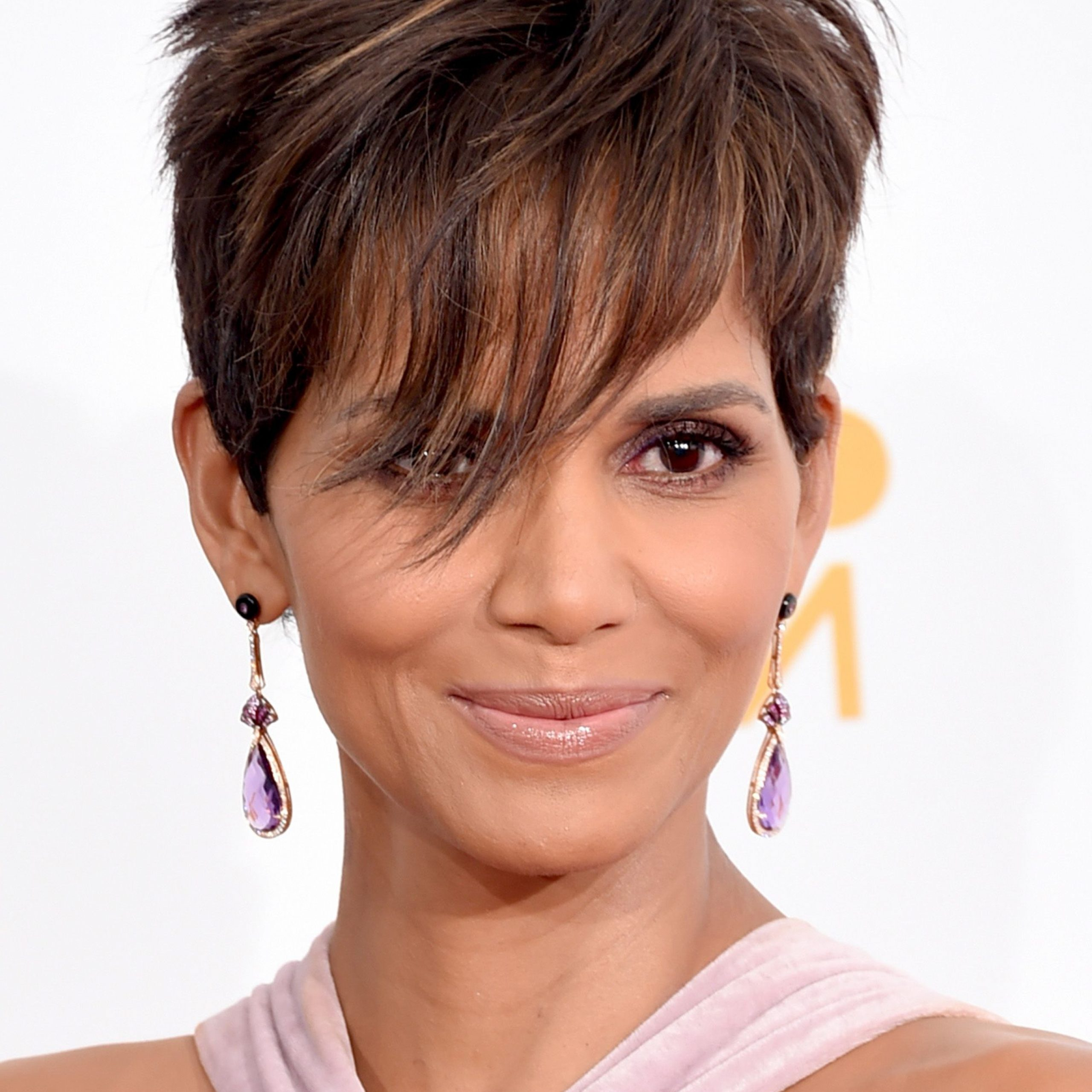 40 Best Short Pixie Cut Hairstyles 2019 – Cute Pixie With Gray Pixie Haircuts With Messy Crown (View 14 of 20)