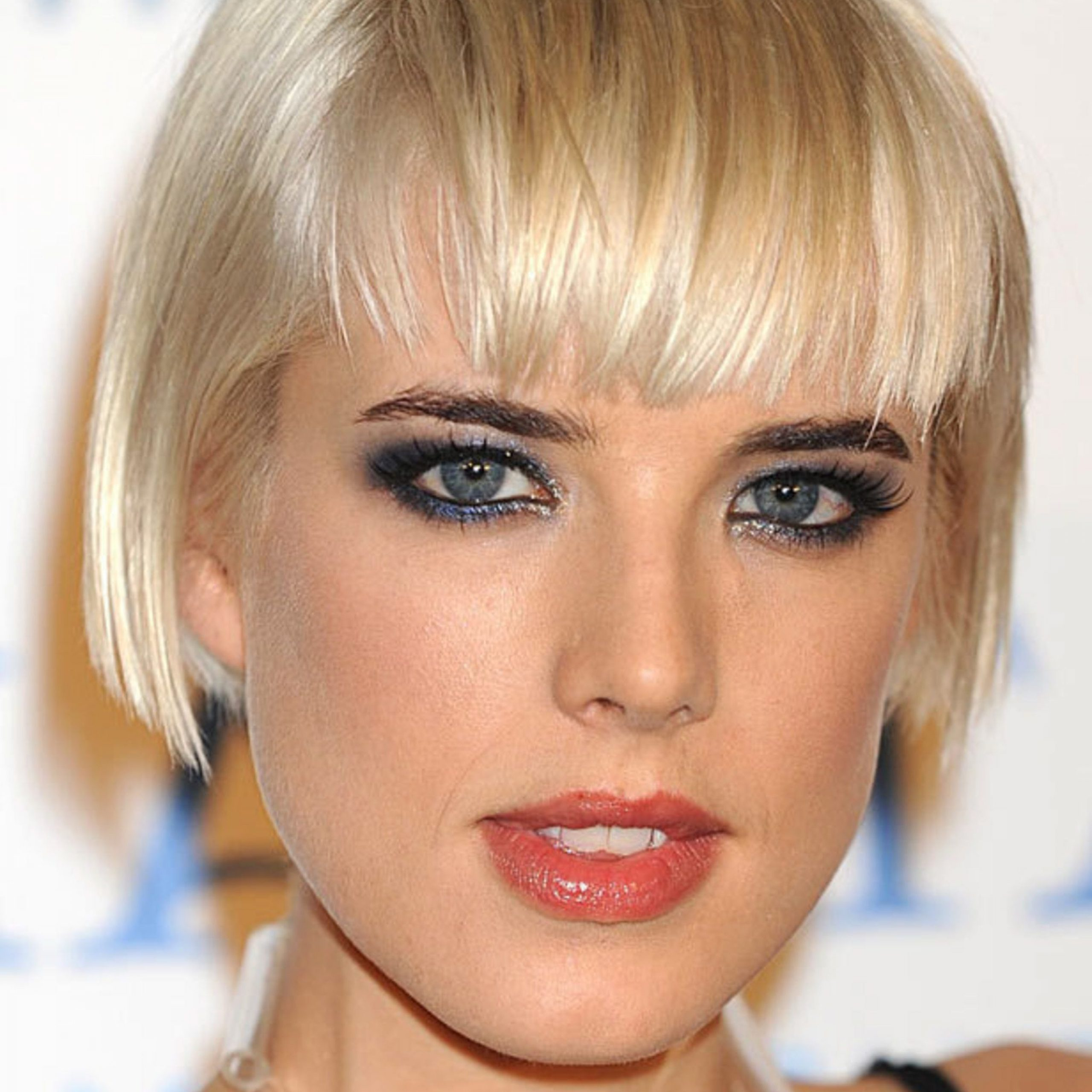 45 Bob Hairstyles For 2019 – Bob Haircuts To Copy This Year Throughout Short Chopped Bob Hairstyles With Straight Bangs (View 3 of 20)