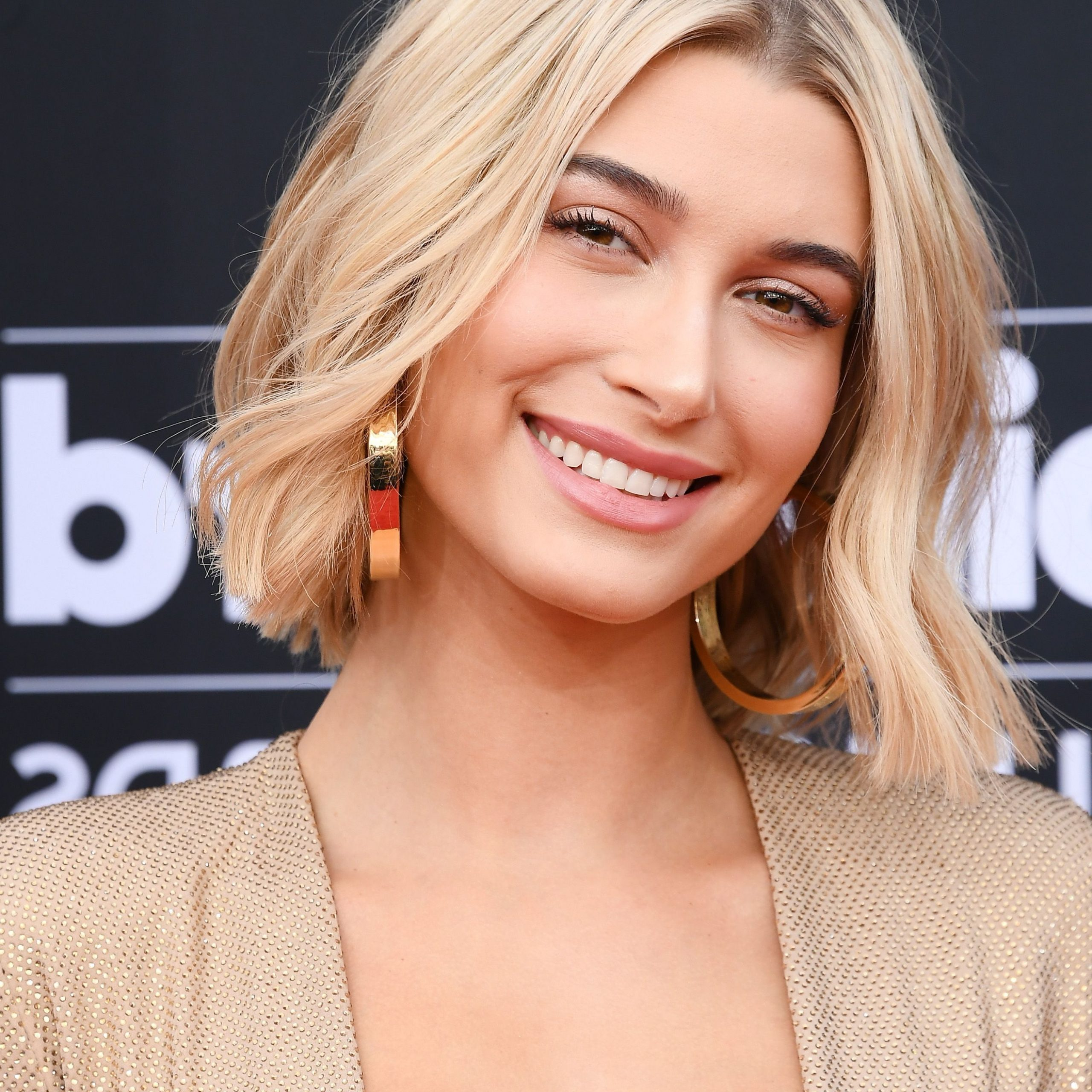 50 Bob And Lob Haircuts 2019 And 2020 – Best Celebrity Bob Inside Well Liked Shoulder Grazing Flared Blonde Shag Haircuts (View 18 of 20)