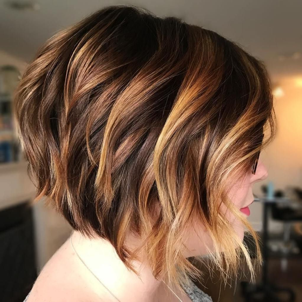 50 Gorgeous Wavy Bob Hairstyles With An Extra Touch Of With Regard To Feminine Wavy Golden Blonde Bob Hairstyles (View 11 of 20)