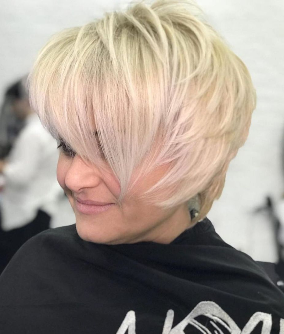 50 Super Cute Looks With Short Hairstyles For Round Faces Throughout Layered Short Hairstyles For Round Faces (View 3 of 20)