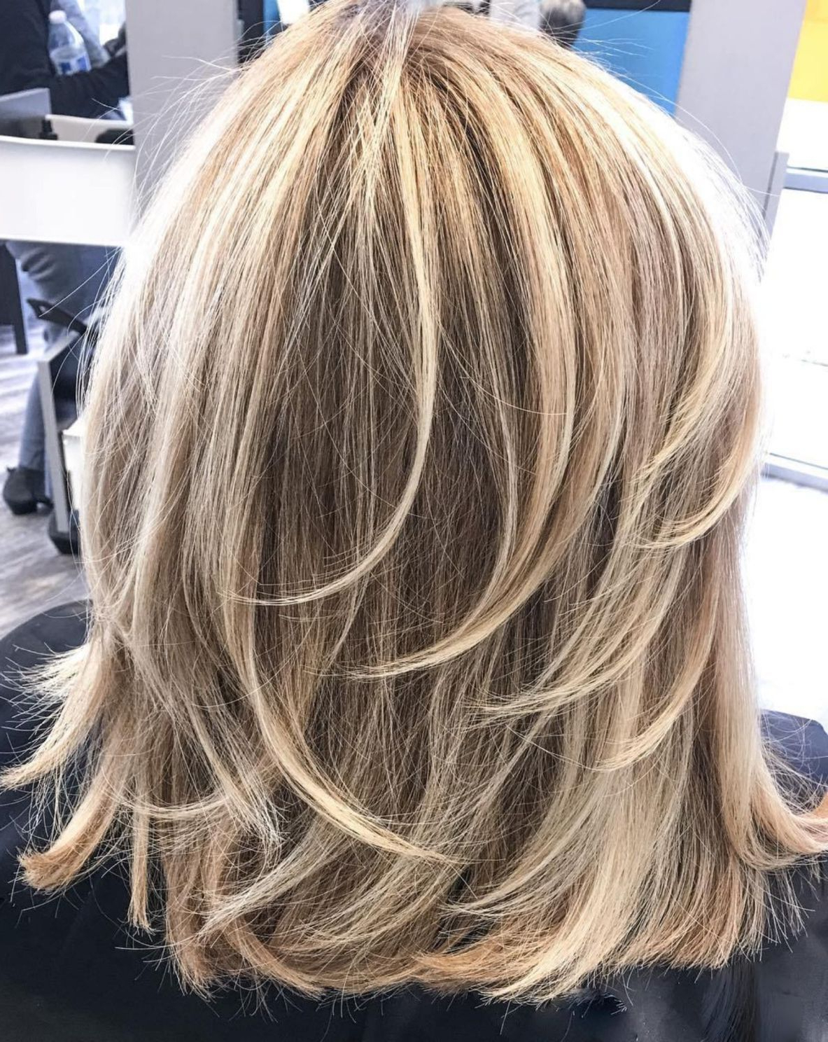 60 Fun And Flattering Medium Hairstyles For Women In 2019 With Regard To Well Liked Thick Feathered Blonde Lob Hairstyles (View 7 of 20)