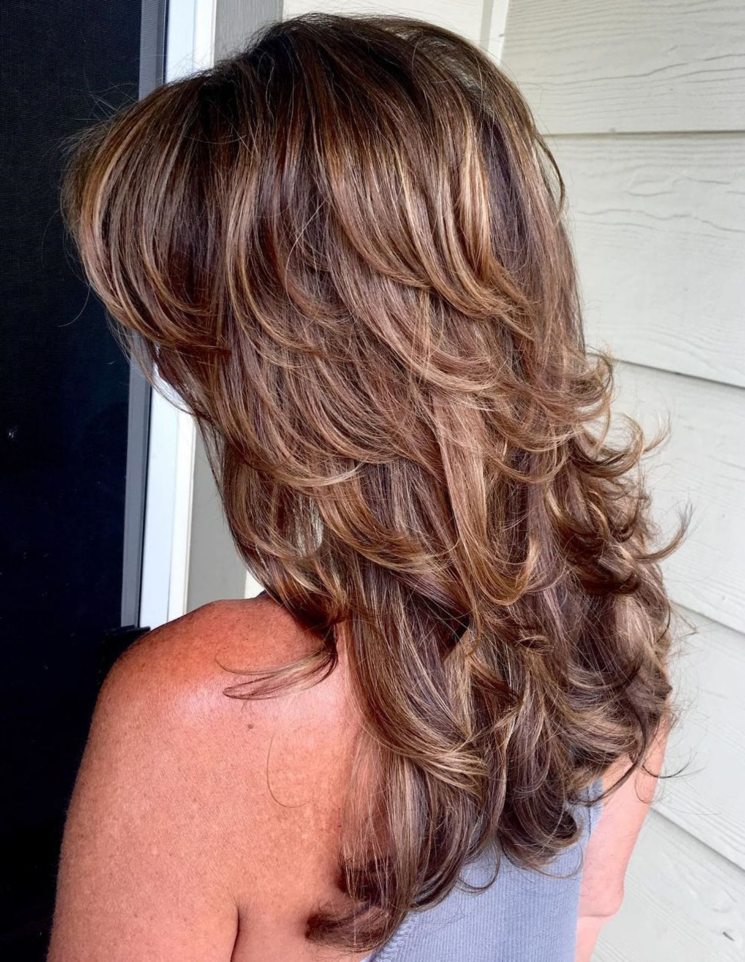 Featured Photo of Long Hairstyles With Short Flipped Up Layers