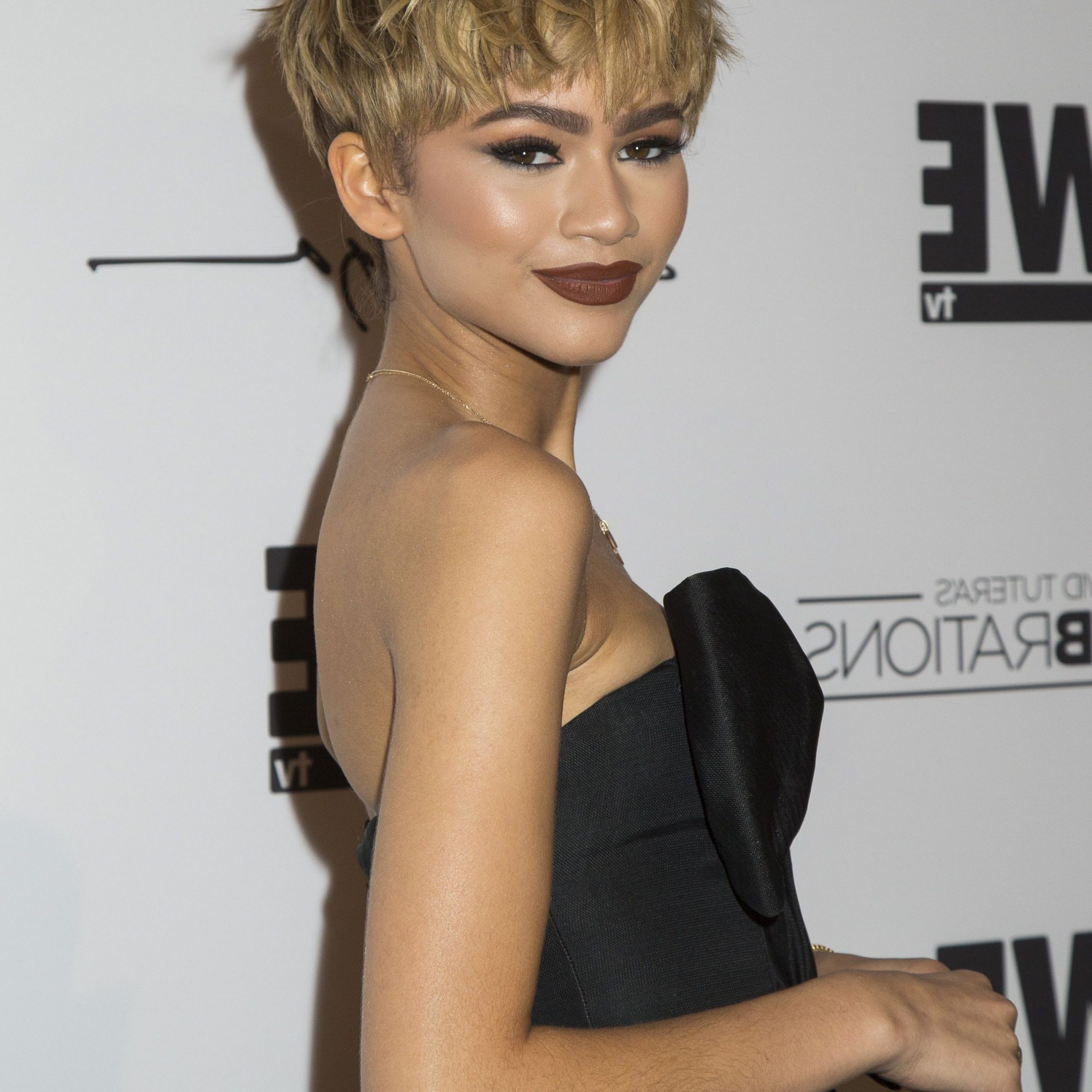 70 Best Pixie Cut Hairstyle Ideas 2019 – Cute Celebrity With Regard To Messy Curly Blonde Pixie Bob Haircuts (View 17 of 20)