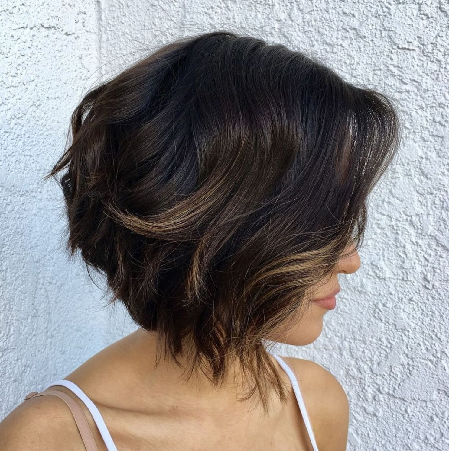 Featured Photo of Short Shaggy Brunette Bob Hairstyles