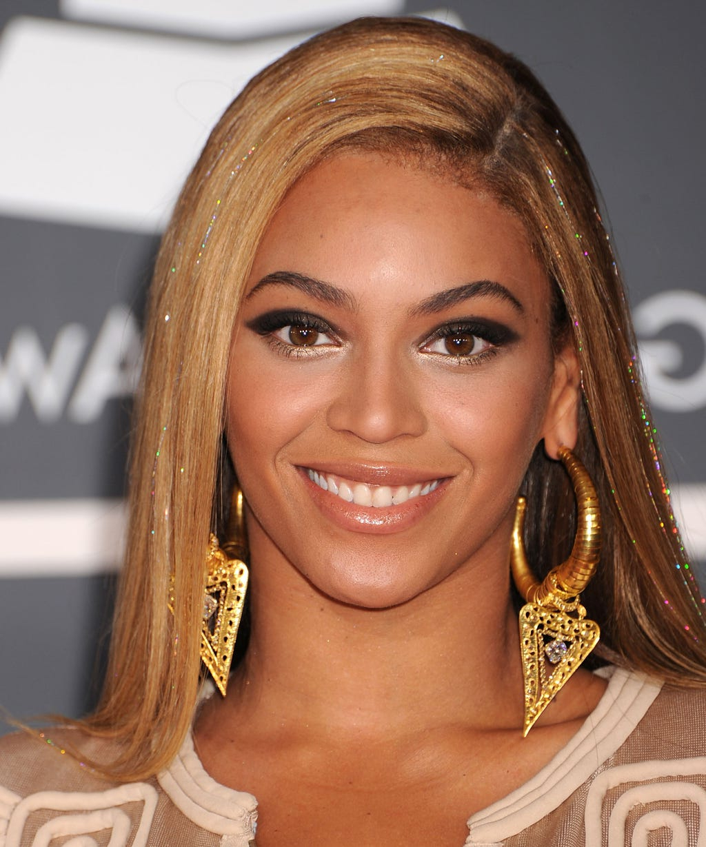 Beyoncé Best Hairstyle Looks & Styles Up To Birthday For Curls Of Tinsel Shag Haircuts (View 10 of 20)