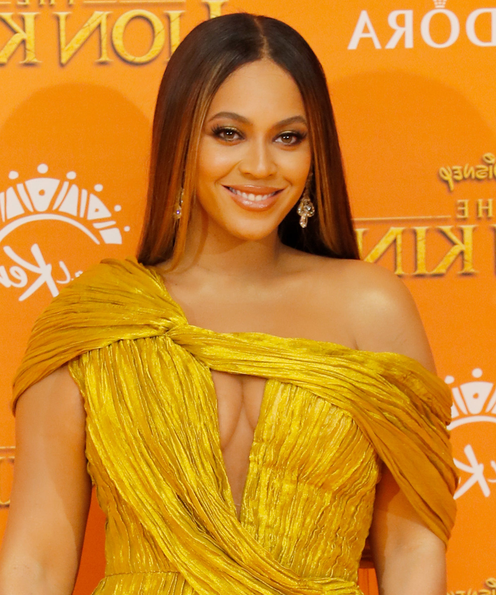 Beyoncé Best Hairstyle Looks & Styles Up To Birthday Regarding 2017 Medium Loose Chocolate Shag Haircuts (View 9 of 20)