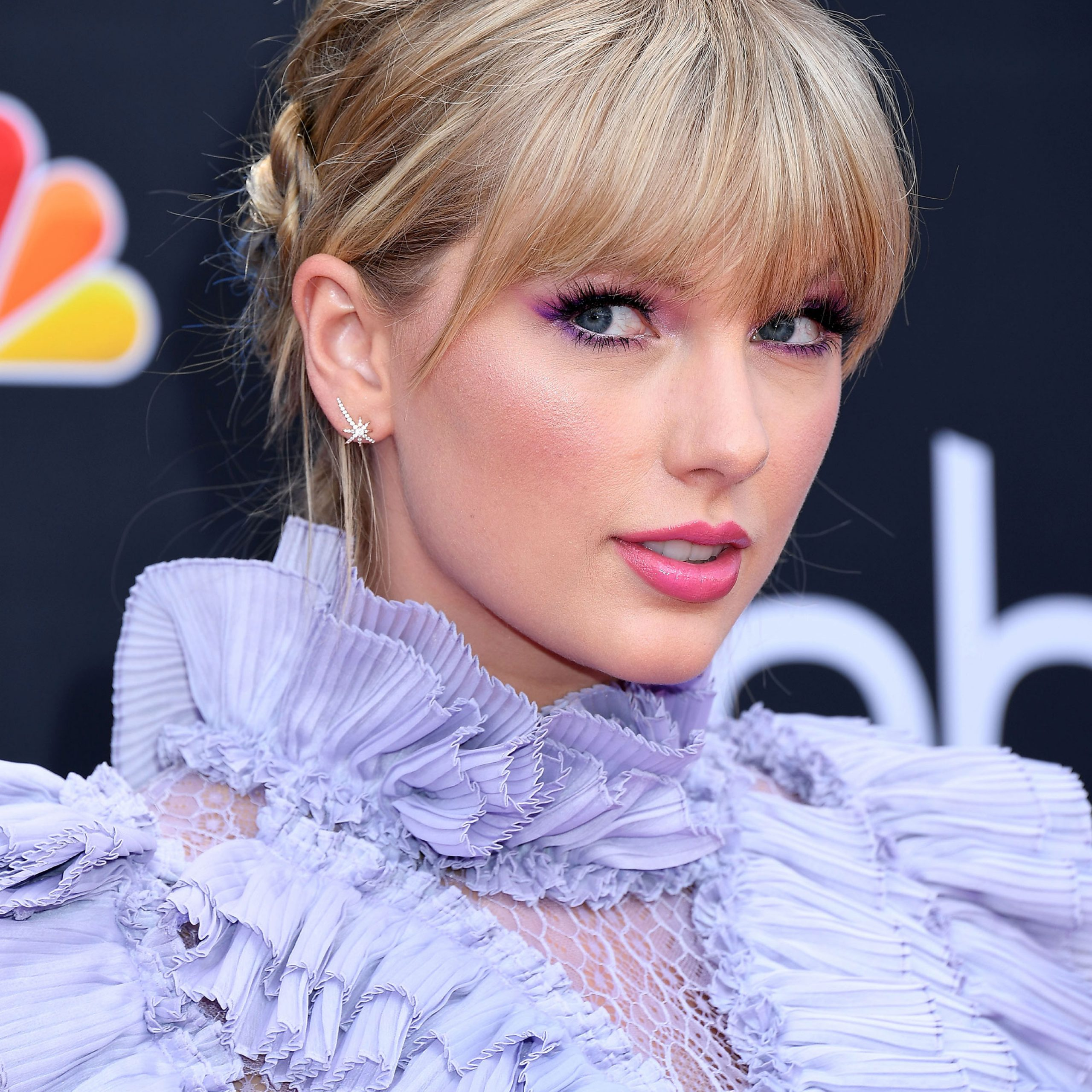 Famous Gorgeous Wavy White Shag Haircuts Inside Taylor Swift's Shag Haircut – Taylor Swift's Hairstyles (View 9 of 20)