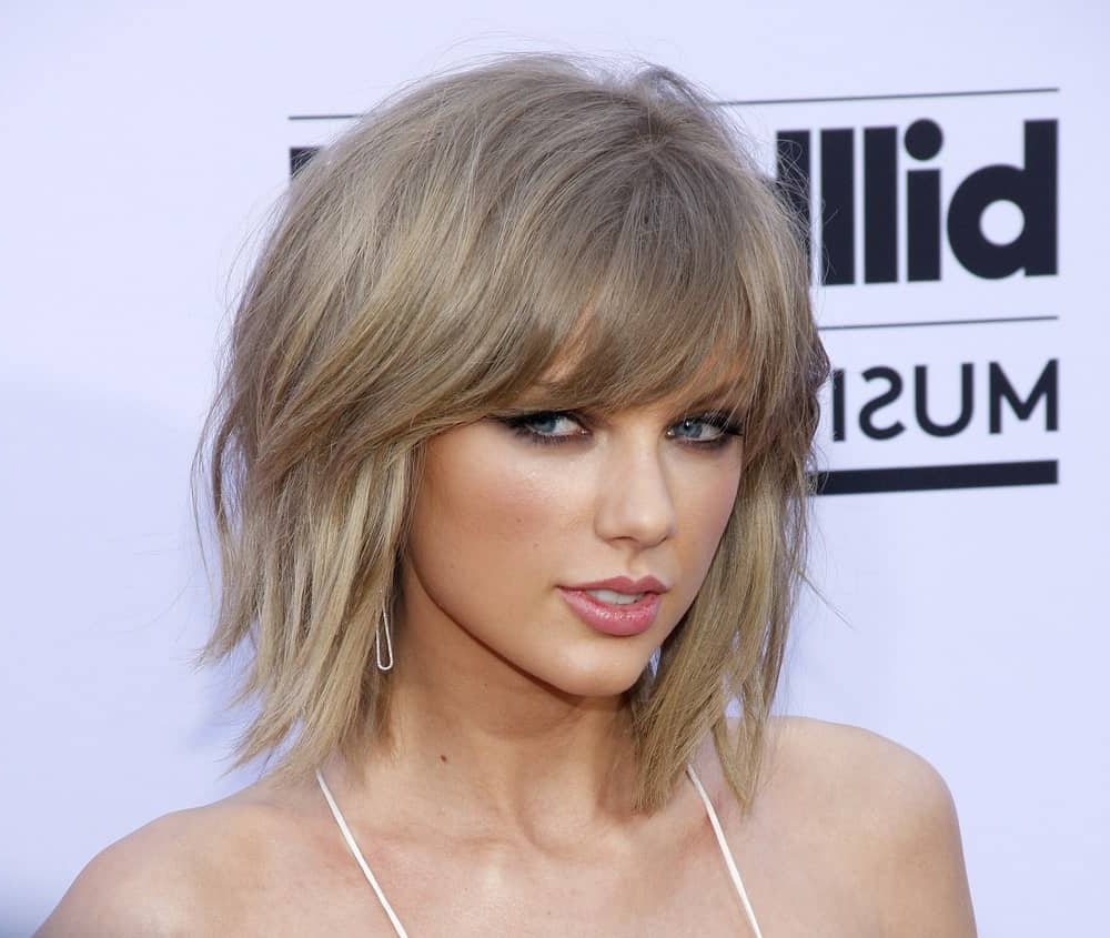 Most Up To Date Medium To Long Choppy Haircuts With Bangs With Regard To 43 Side Swept Bangs Hairstyles & Haircuts For Women (View 11 of 20)