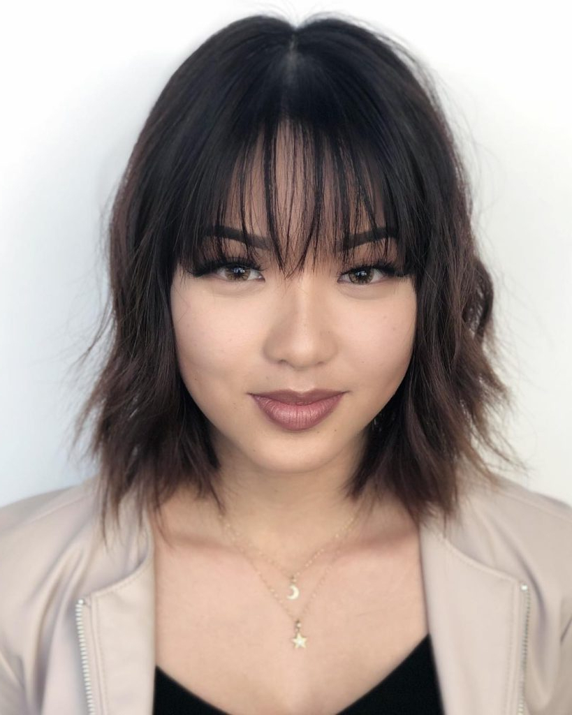 Newest Wispy Straight Finely Chopped Brunette Haircuts Pertaining To Women's Chic Wavy Textured Bob With Thin Wispy Bangs And (View 14 of 20)