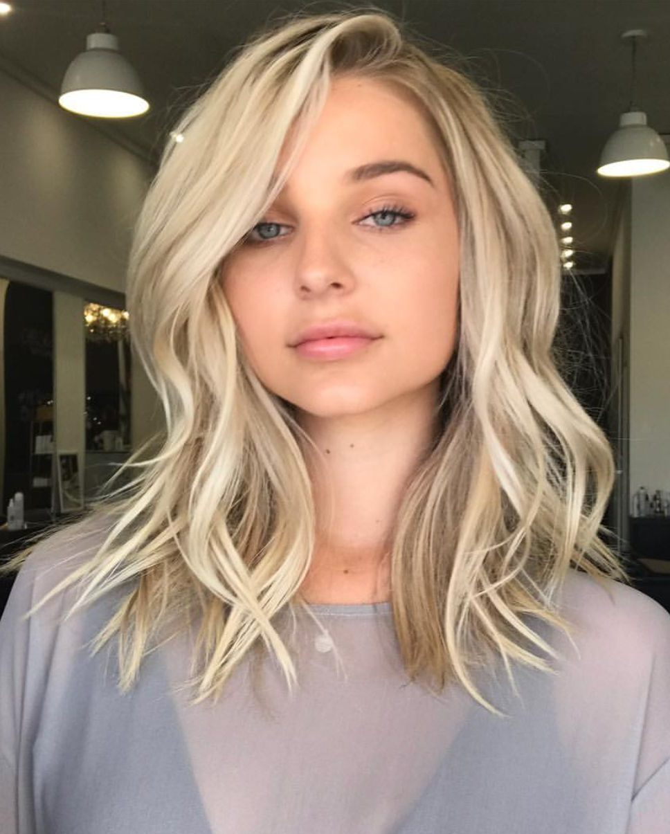 Featured Photo of Blonde Medium Haircuts