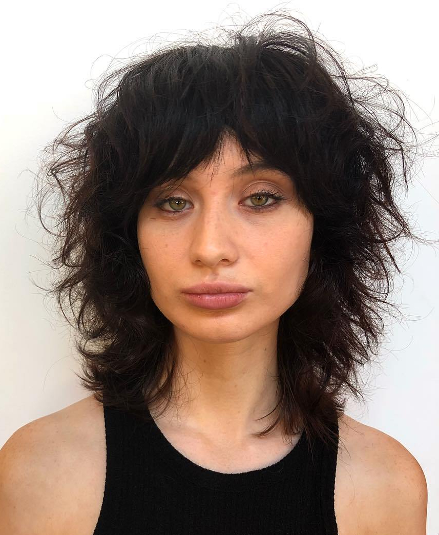 The Most Instagrammable Hairstyles With Bangs In 2019 For Well Liked Razored Shaggy Chocolate And Caramel Bob Hairstyles (View 18 of 20)