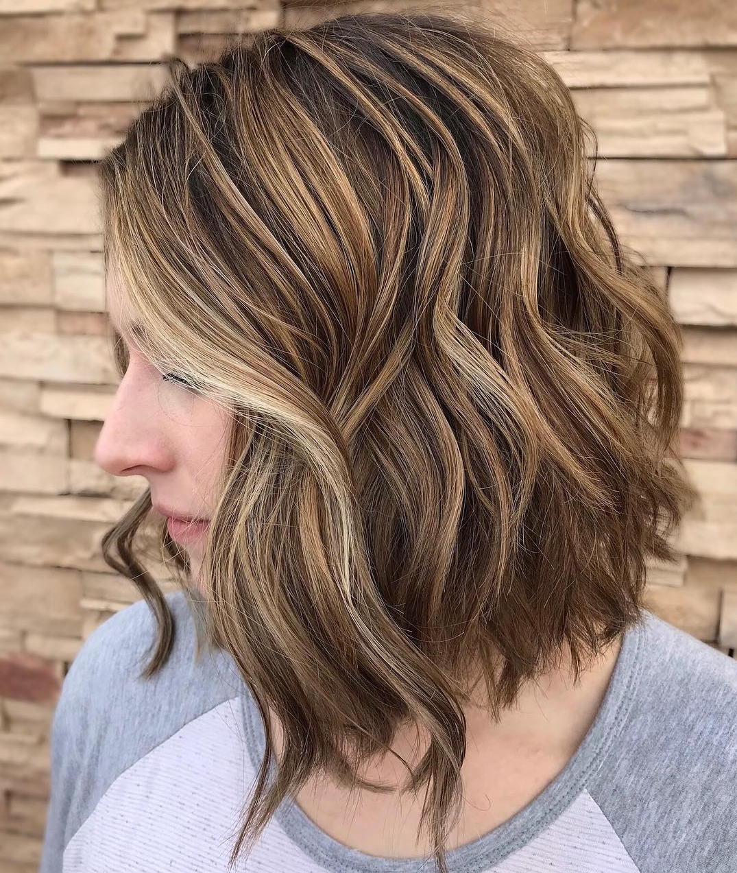Well Liked Shoulder Length Wavy Layered Hairstyles With Highlights Intended For How To Pull Off Medium Length Haircuts And Hairstyles In (View 8 of 20)