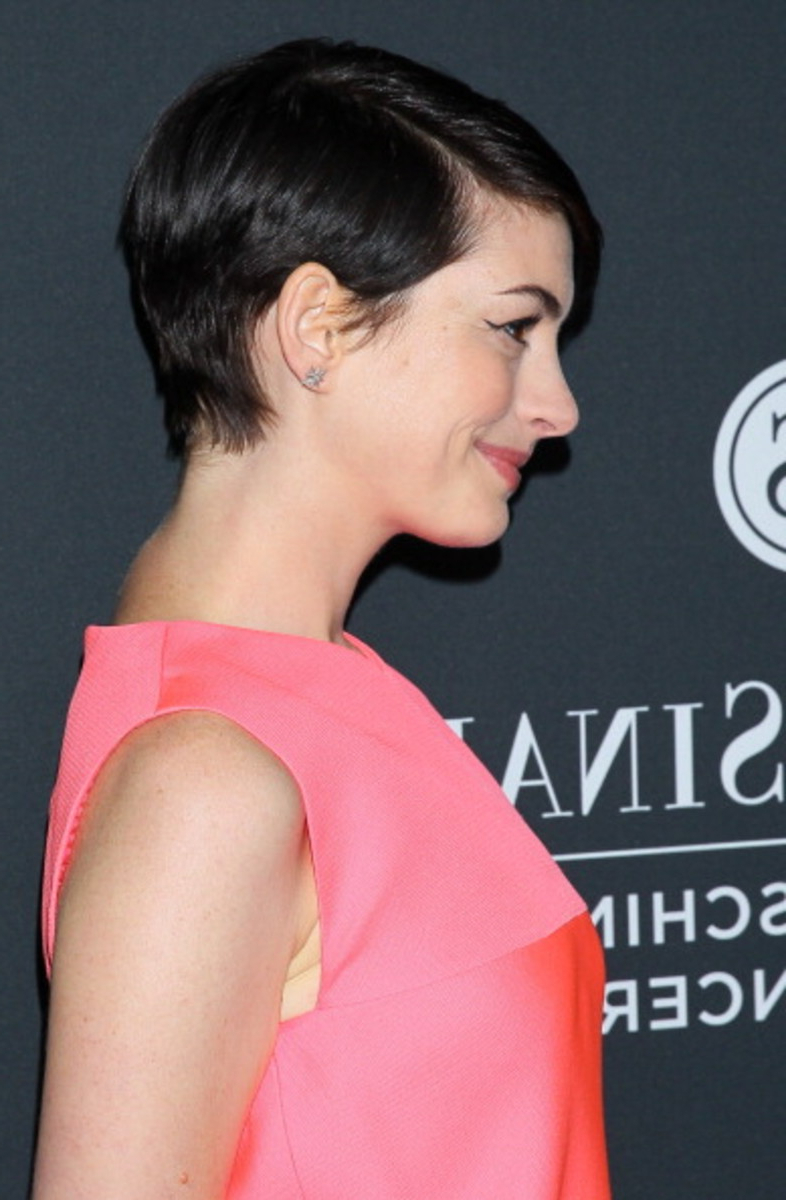 Yes, You Can Pull Off A Pixie Cut – Fashionista In V Cut Outgrown Pixie Haircuts (View 12 of 20)