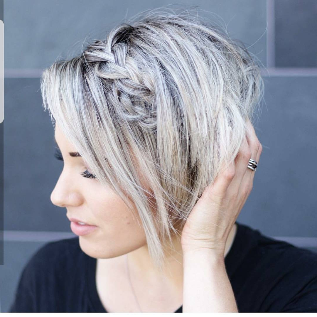 20 Gorgeous Short Pixie Haircuts With Bangs 2020 Within Well Liked Silver Pixie Haircuts With Side Swept Bangs (View 5 of 20)