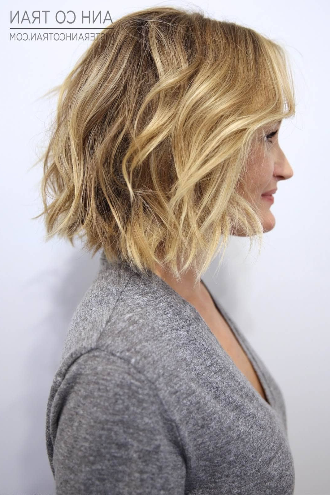 50 Ways To Wear Short Hair With Bangs For A Fresh New Look With Regard To Widely Used Beach Wave Bob Hairstyles With Highlights (View 17 of 20)