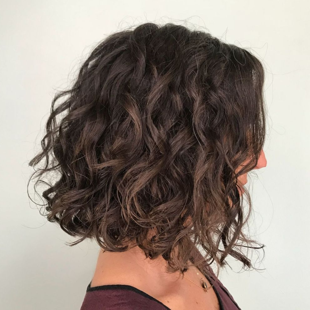 65 Different Versions Of Curly Bob Hairstyle (Gallery 7 of 20)