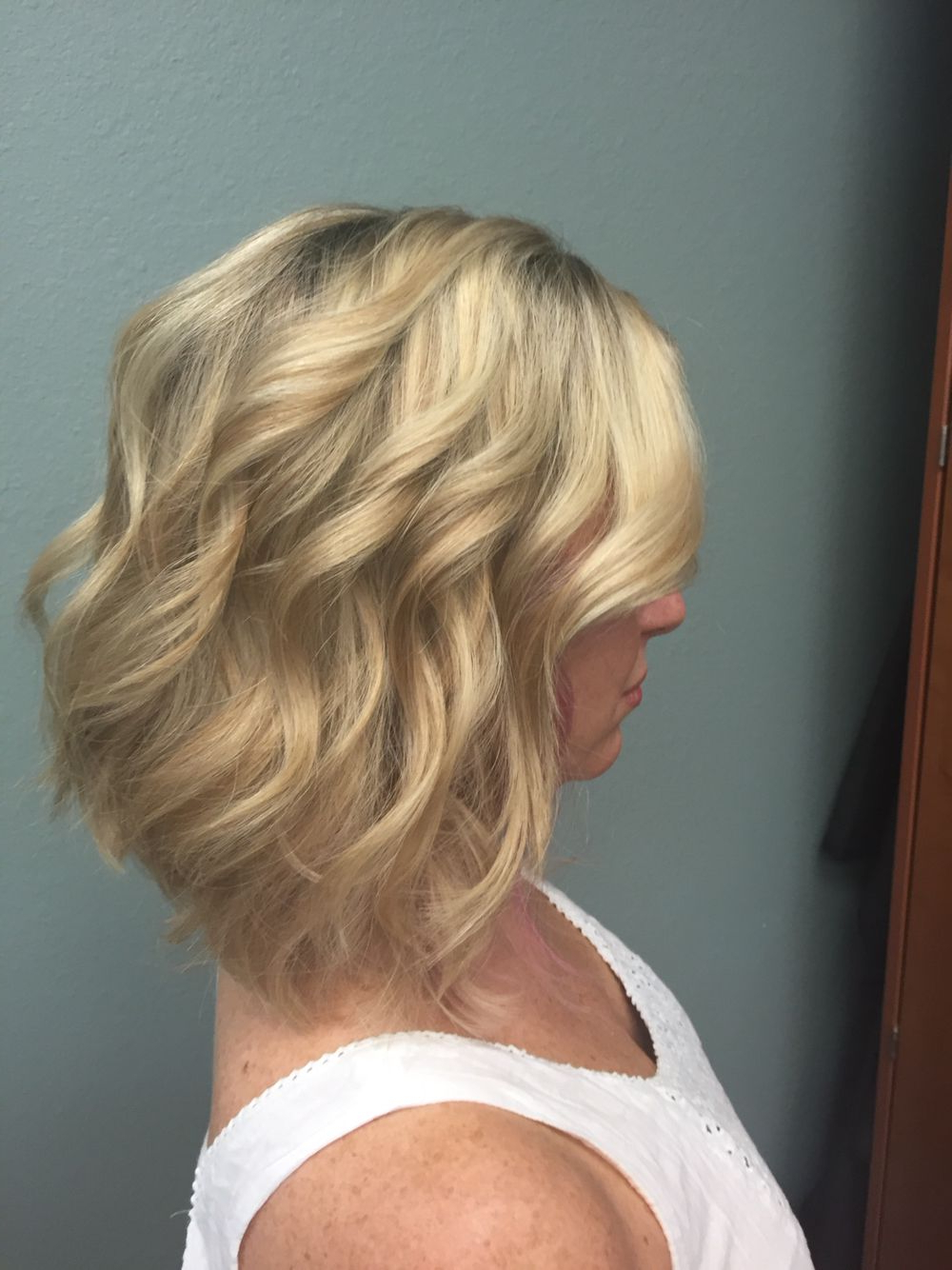Blonde Lob With Waves. Great Versatility (View 7 of 20)