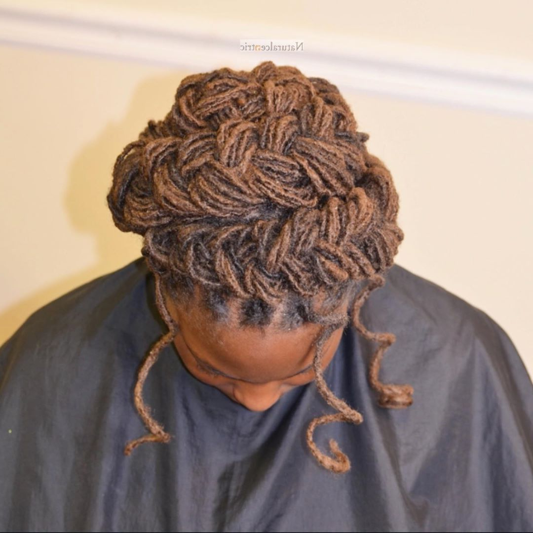 🧡halo Braid With Tendrilsand That's Her Natural Hair With Trendy Halo Braid Hairstyles With Long Tendrils (Gallery 13 of 20)