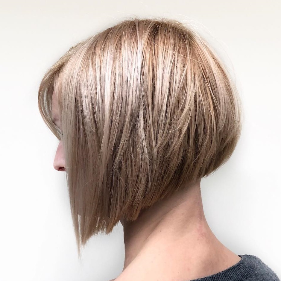 Famous Textured And Layered Graduated Bob Hairstyles Throughout 40 Awesome Ideas For Layered Bob Hairstyles You Can't Miss (View 9 of 20)