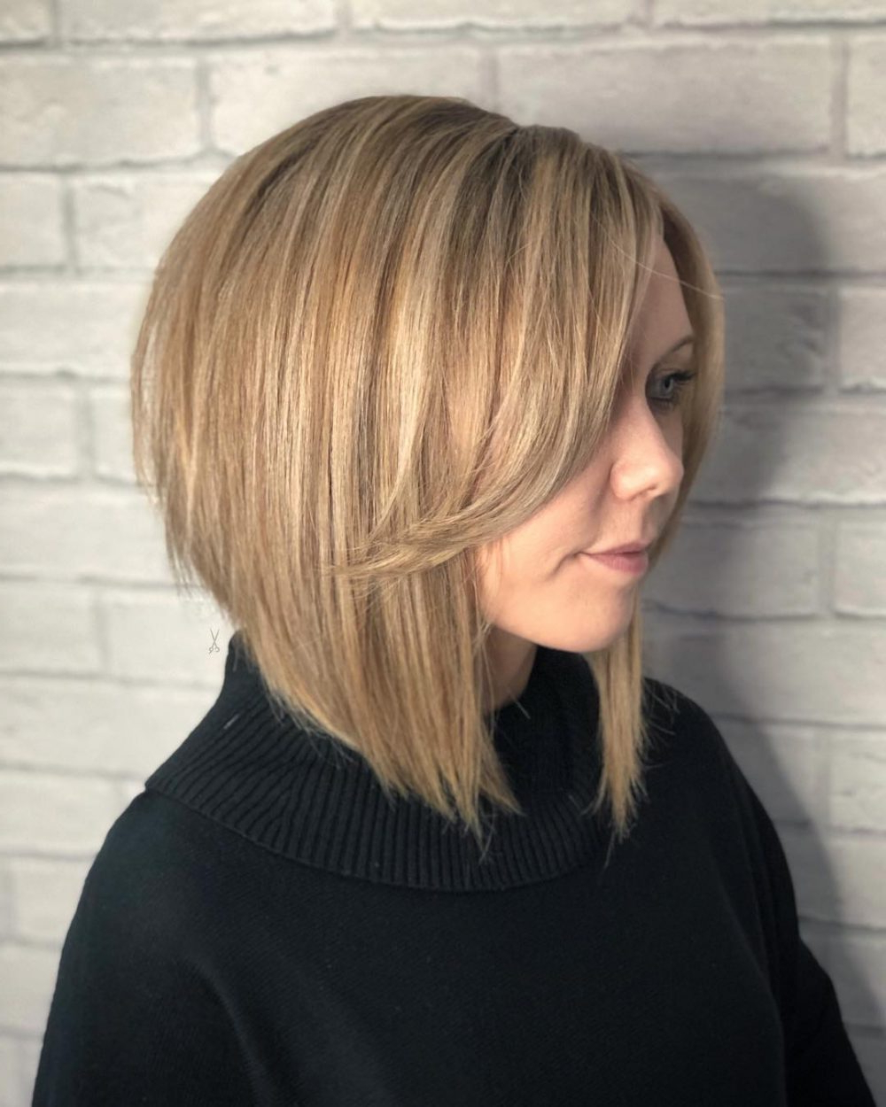 Latest Gorgeous Bob Hairstyles For Thick Hair Within 20 Flattering Short Haircuts & Hairstyles For Thick Hair In (View 11 of 20)