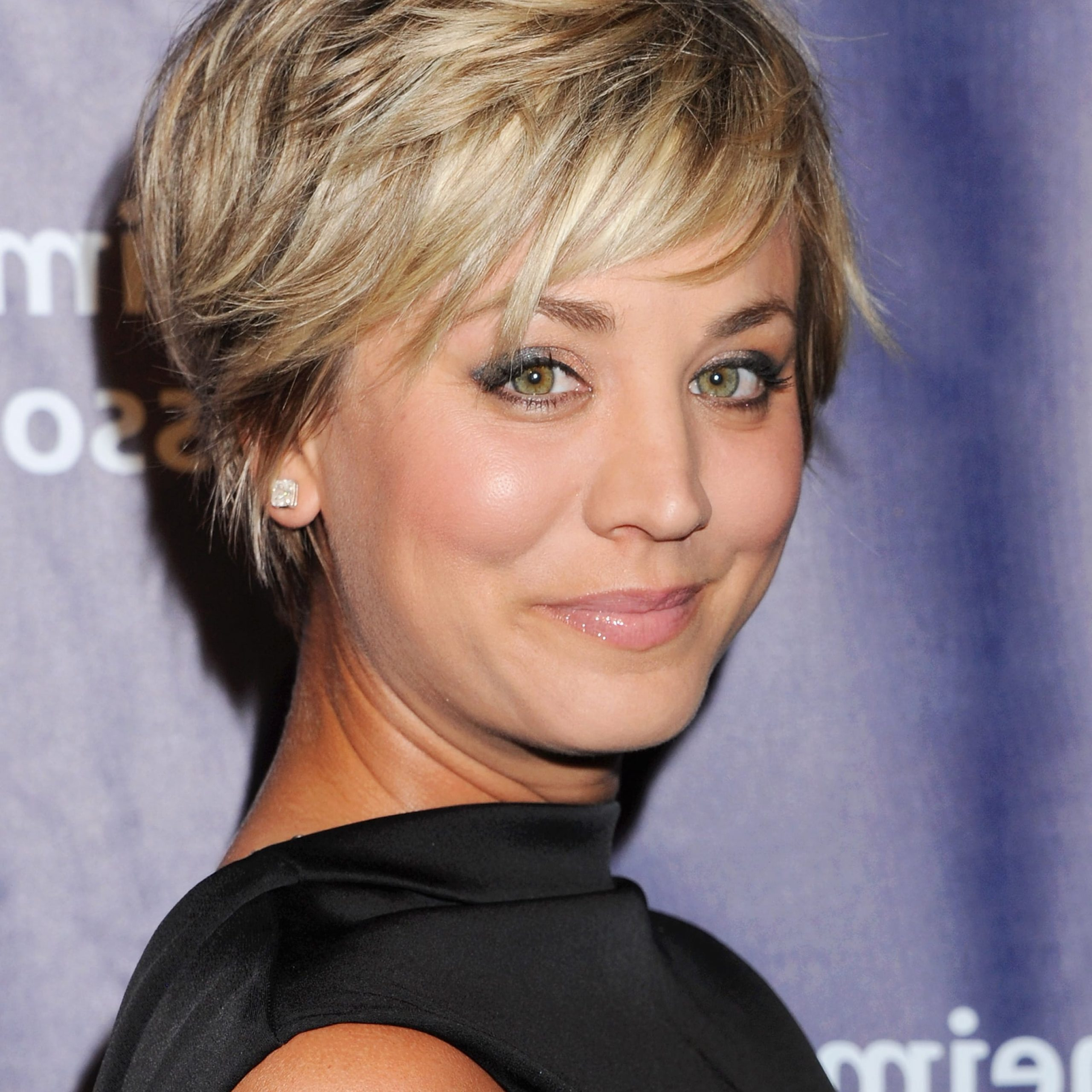 Latest Short Feathered Bob Crop Hairstyles In Kaley Cuoco Proves That Even Short Stranded Gals Can Get In (View 13 of 20)
