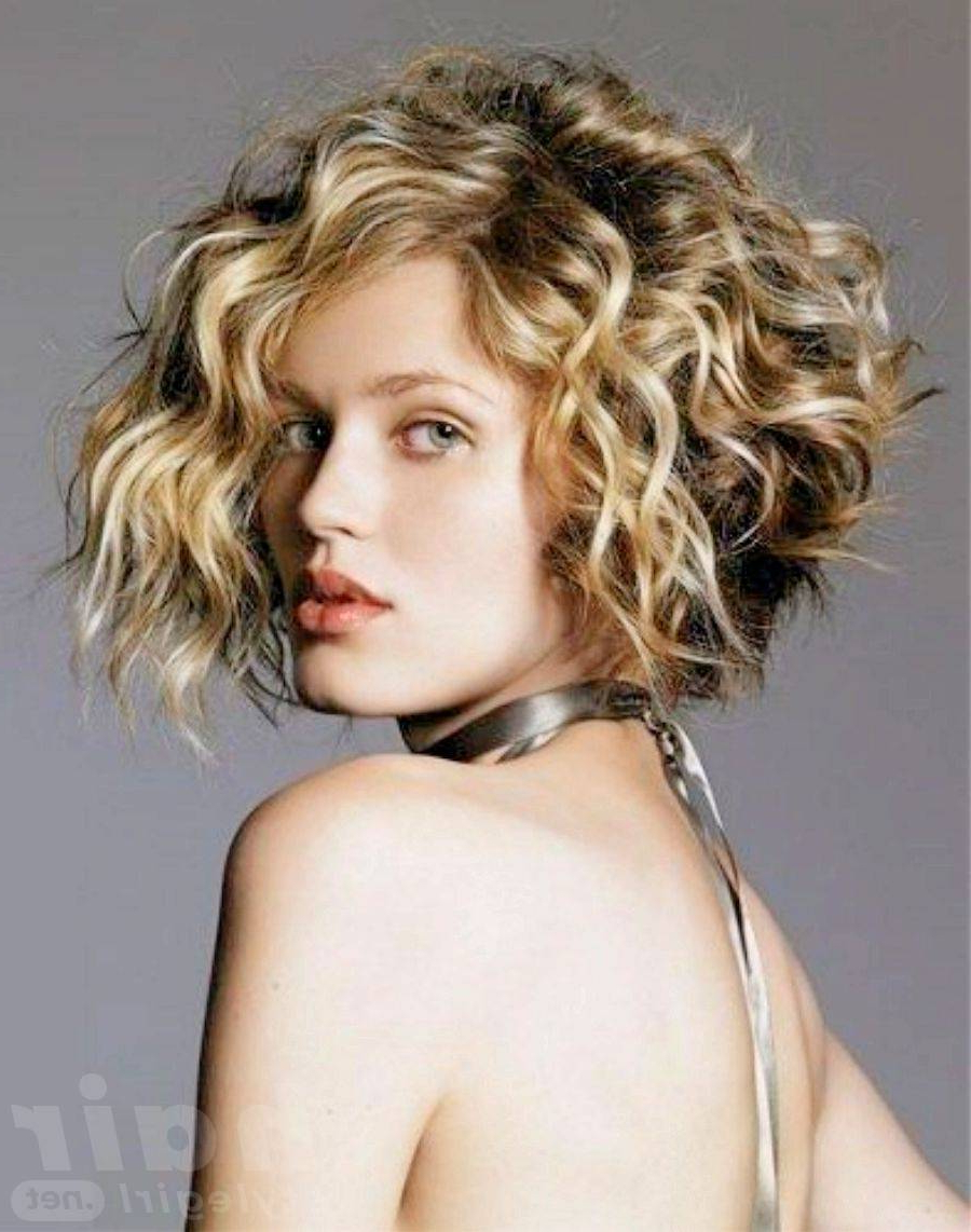 Stylish And Glamorous Curly Bob Hairstyle For Women (View 18 of 20)