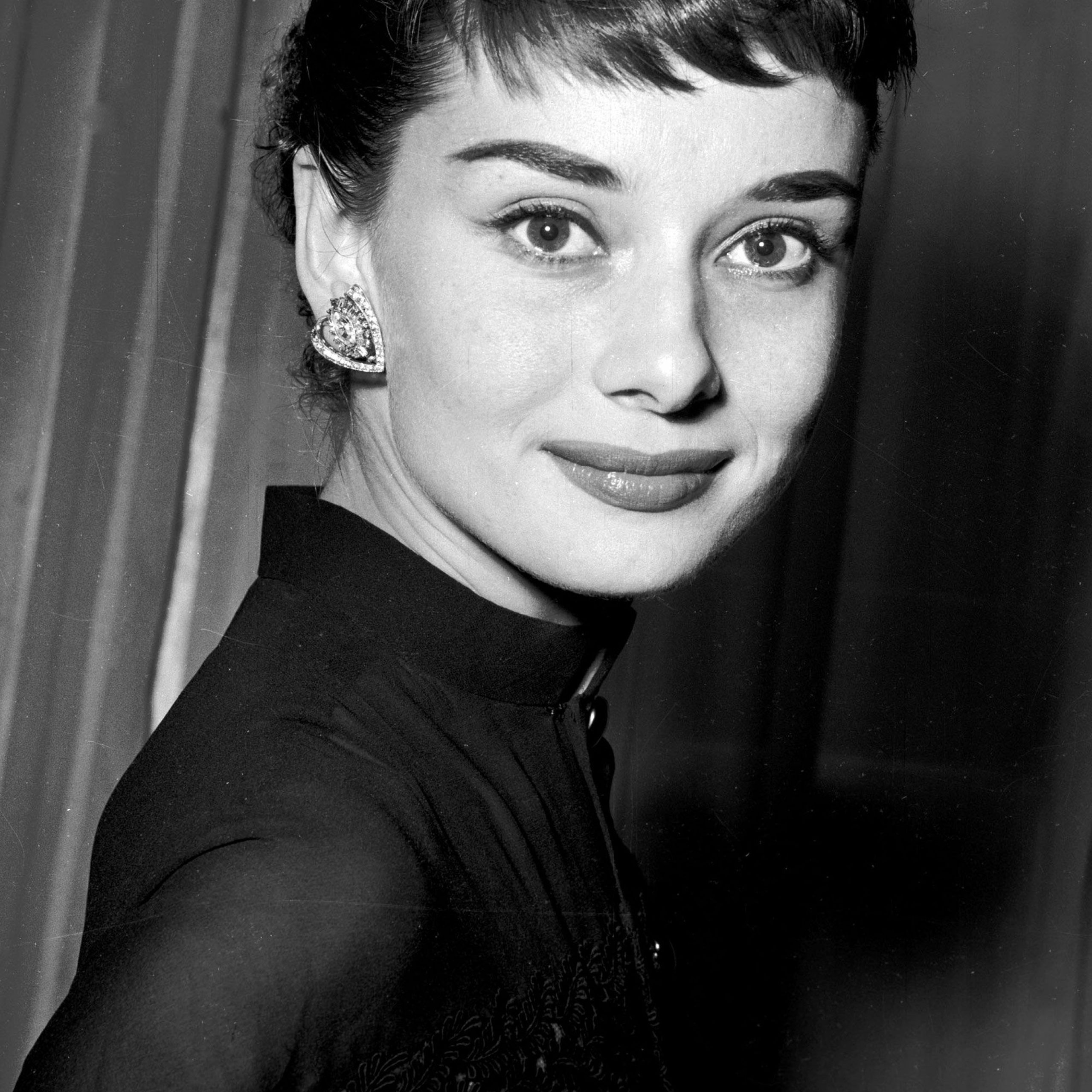 Featured Photo of Audrey Hepburn Inspired Pixie Haircuts
