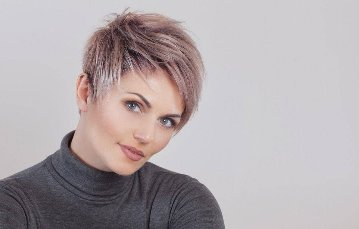 [%trendy Dark Pixie Haircuts With Blonde Highlights With Regard To Top 10 Short Hairstyles With Blonde Highlights [2020]|top 10 Short Hairstyles With Blonde Highlights [2020] In Most Current Dark Pixie Haircuts With Blonde Highlights%] (View 8 of 20)