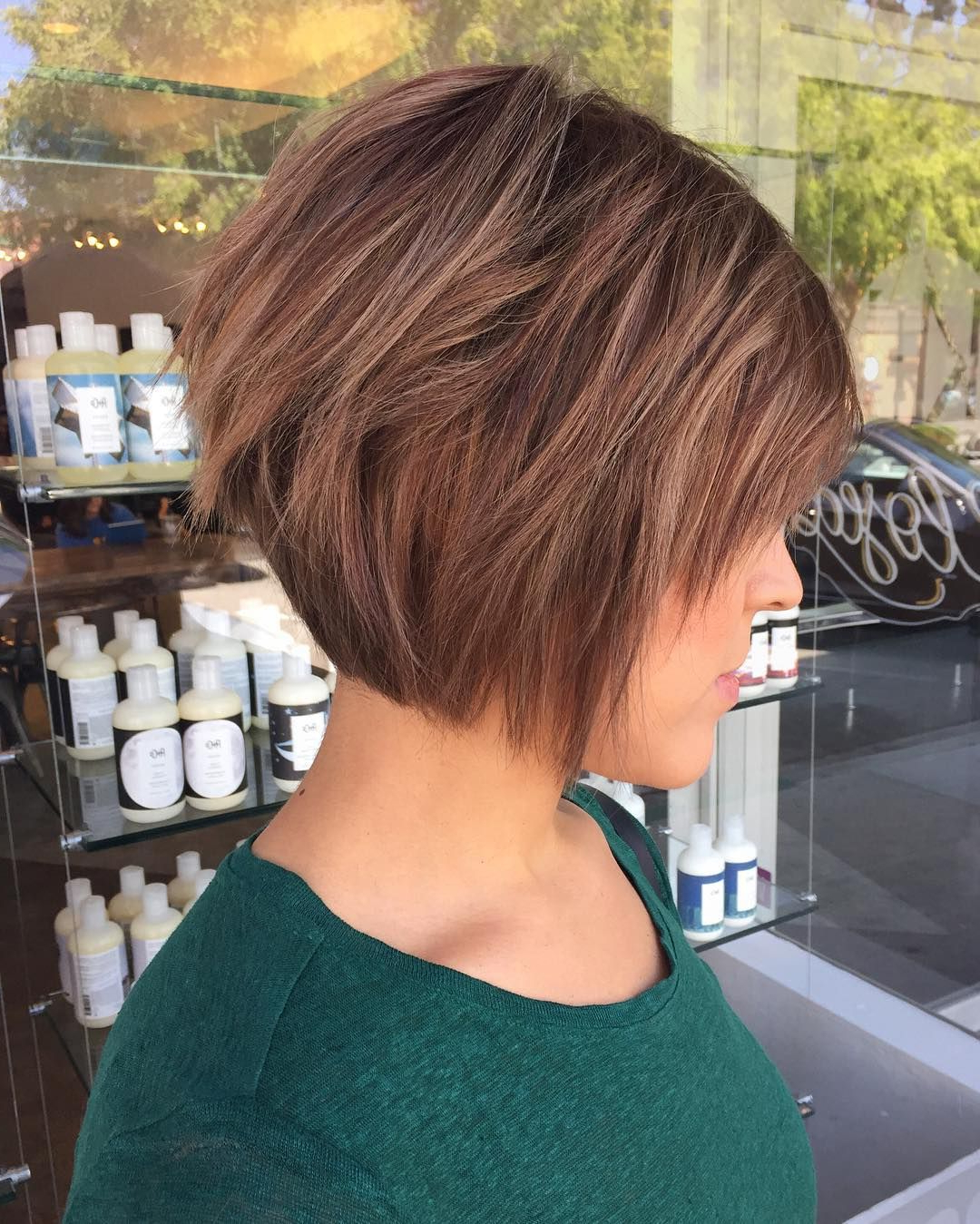 Featured Photo of A Very Short Layered Bob Hairstyles