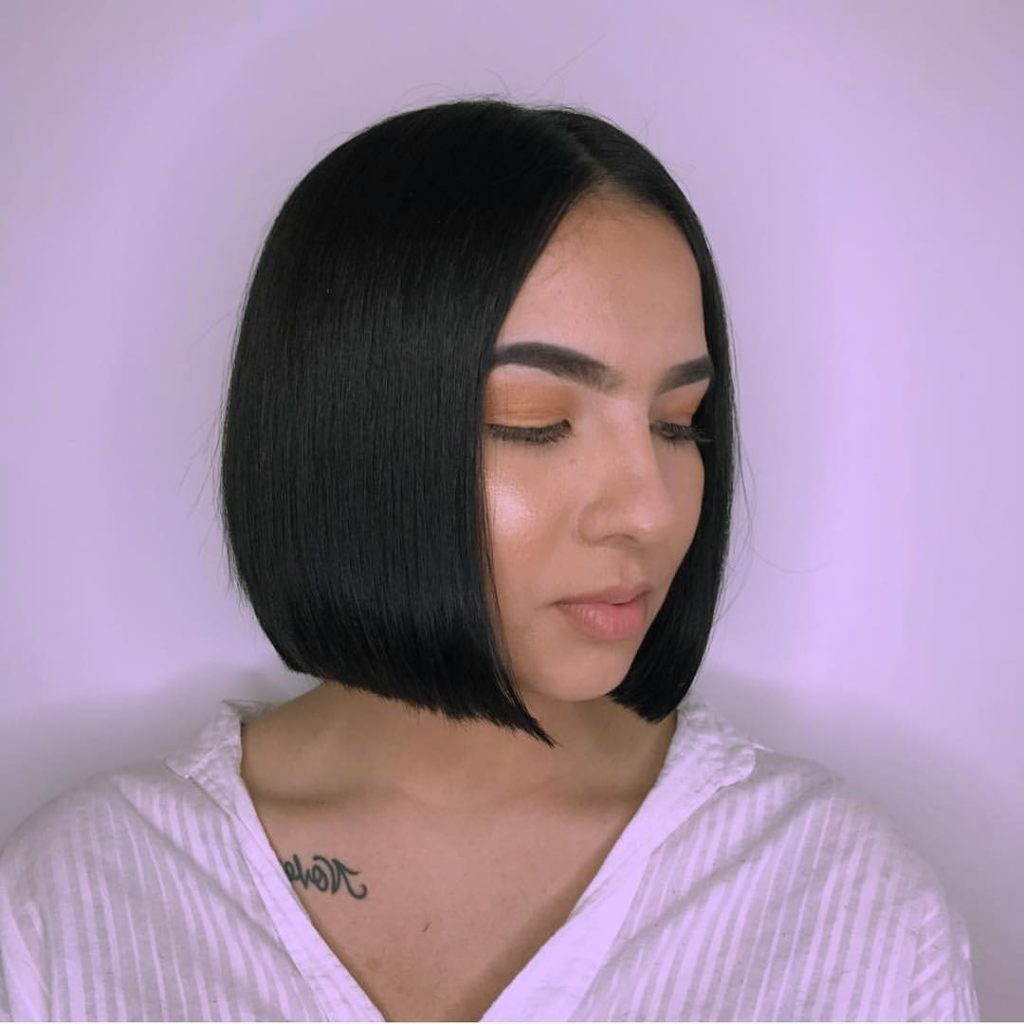 Women's Sleek Blunt Bob With Center Part And Black Color Throughout Favorite Sleek Blunt Bob Hairstyles (Gallery 4 of 20)