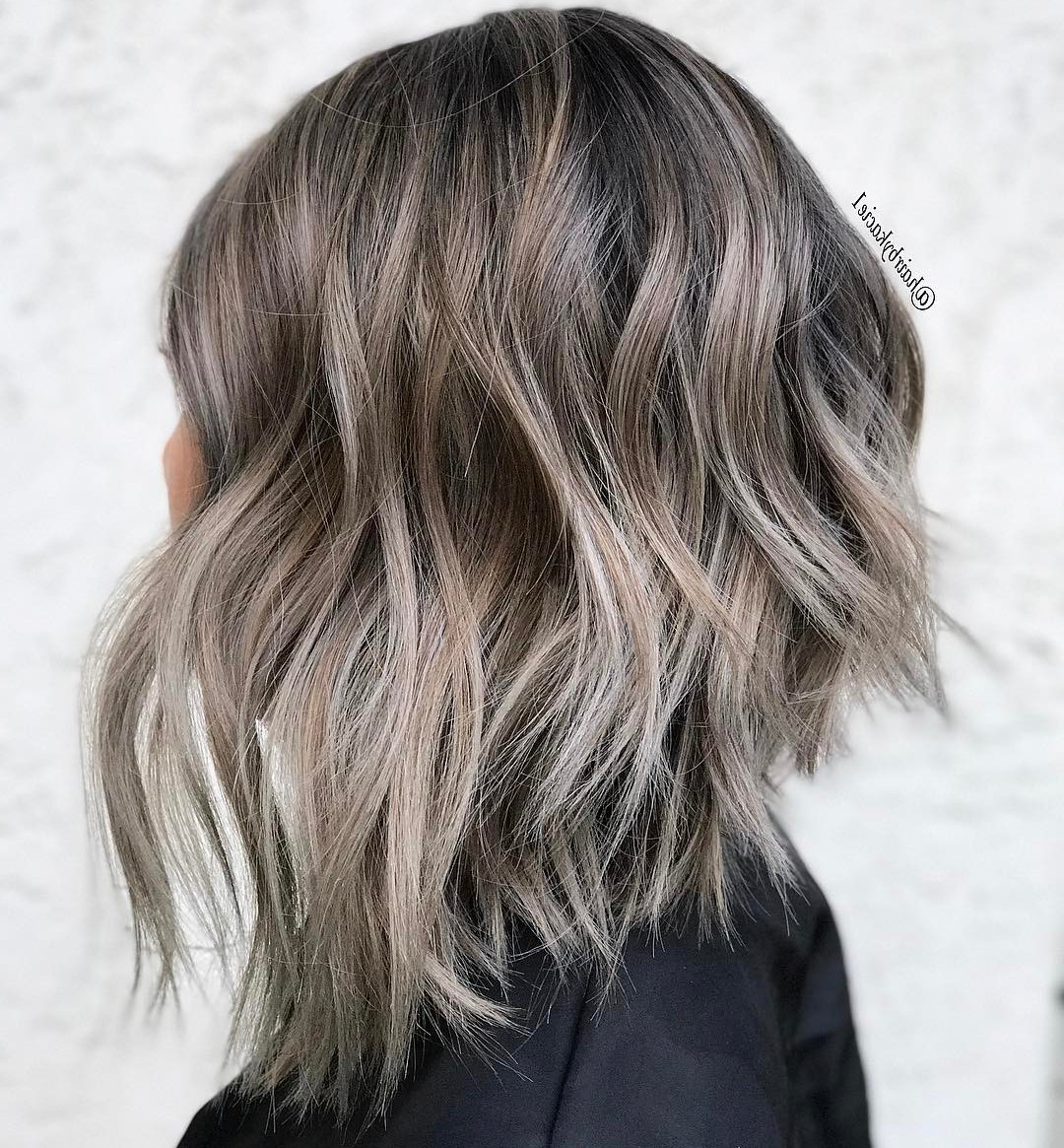 20 Chic Long Inverted Bobs To Inspire Your 2020 Makeover Inside Favorite Long Feathered Bangs Hairstyles With Inverted Bob (View 12 of 20)